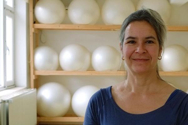 over Aisha Trimbach somatic trainer in Pilates, Gyrotonic methode, Fascial release en posturale uitlijning in Maastricht